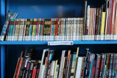 Sistema Bibliotecario di Monte Claro - Biblioteca Metropolitana Ragazzi. Scaffale giovani adulti